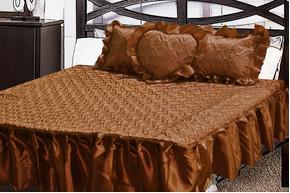 Комплект атласный 215, 100% полиэстер, покрывало с рюшами + подушки