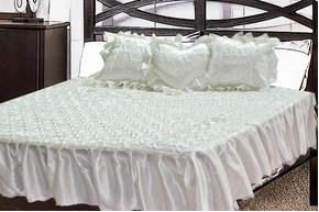 Комплект атласный 214, 100% полиэстер, покрывало с рюшами + подушки